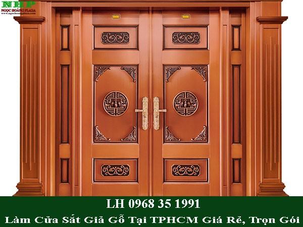 Dịch vụ làm cửa sắt giả gỗ tại TP HCM giá rẻ