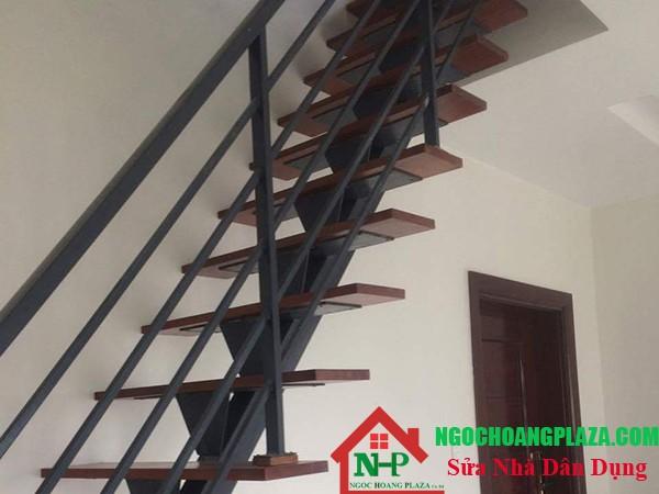 Mẫu cầu thang sắt đẹp và hiện đại