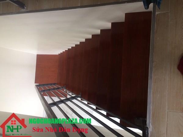 Mẫu cầu thang sắt đẹp đơn giản