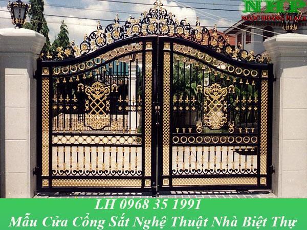 Mẫu cổng sắt nghệ thuật nhà biệt thự sơn màu đồng