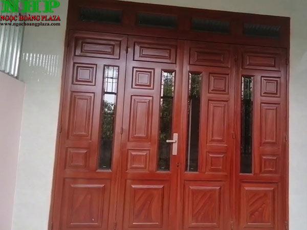 Mẫu cửa sắt 4 cánh sơn giả gỗ cao cấp