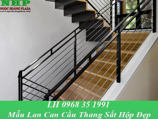 Mẫu lan can cầu thang sắt hộp đẹp, thiết kế hiện đại