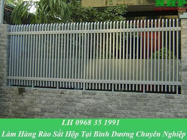 Làm hàng rào sắt hộp tại Bình Dương chuyên nghiệp